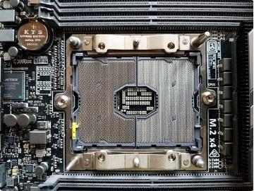 华擎推ITX C621妖板:支持28核处理器,CPU插座占主板40%面积