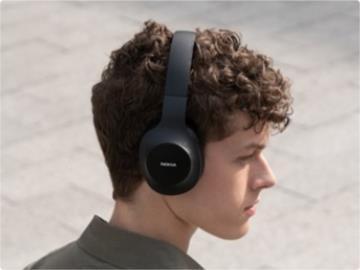 諾基亞發布至臻系列頭戴式藍牙耳機,支持 Siri 快速喚醒