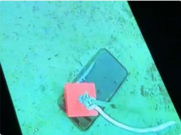 """一臺 iPhone 11 Pro 掉入加拿大冰凍湖中 30 天,""""釣""""上來后竟還能正常使用"""