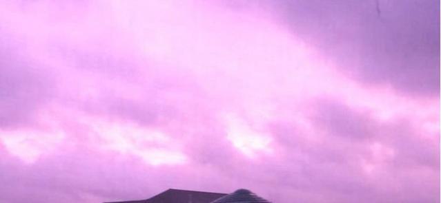 飓风迈克尔横扫佛罗里达州,天空变怪异紫色