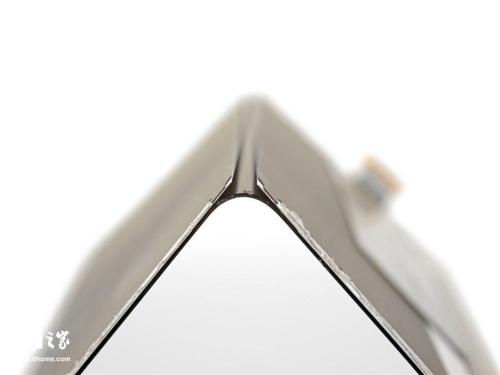 三星Galaxy Fold最新的拆解:胶水太多,维修不易(32)