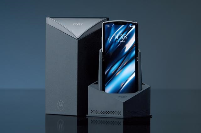 "Moto Razr可能是当下最""完美""的折叠手机,但也"
