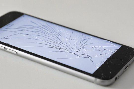 调查:近20%英国人的手机屏幕是碎的