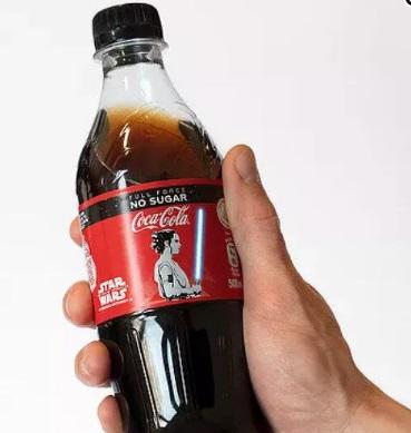 """这瓶可乐会""""发光""""!新加坡可口可乐推出OLED星战光剑可乐瓶"""