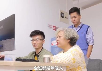 """""""追赶""""李佳琦!60岁奶奶成带货主播,卖出首单激动得哭了"""
