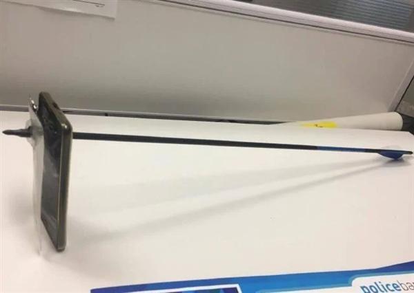 智能手机挡住弓箭,救下澳洲男子一命