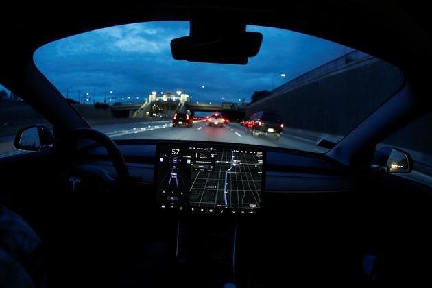 特斯拉将升级Autopilot:变道无需人工干预