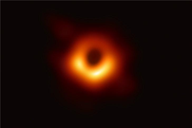 视觉中国在国内拿下了这张黑洞图片的版权 网友吐槽:视觉中国靠黑洞照片捞一笔?