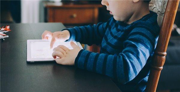 世卫组织:2岁以下儿童勿接触电子屏幕,2-5岁每