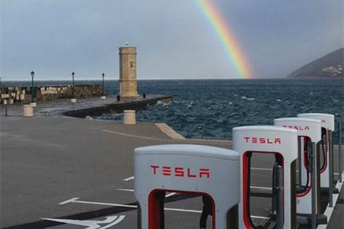 外媒:电动汽车厂商特斯拉已向电池公司Maxwell发出最终收购要约