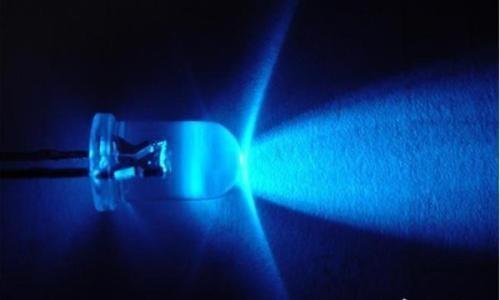 """科普:LED灯对眼睛有什么样的伤害,""""护眼灯""""是否只是个噱头?"""
