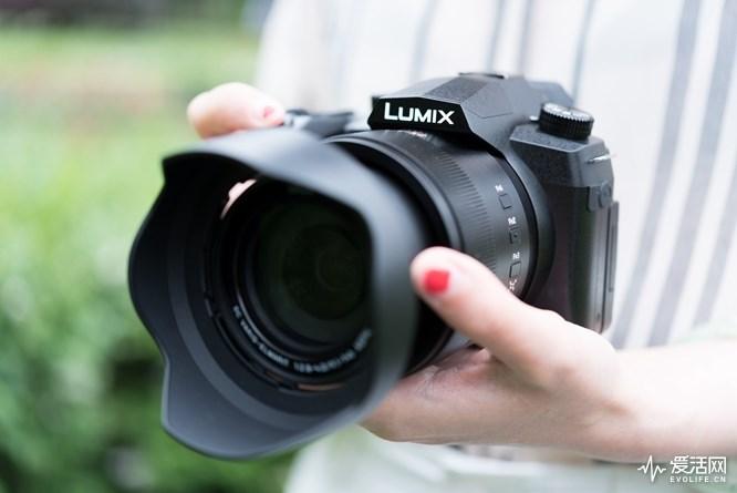 松下FZ1000 II相机评测:配备0.39英寸236万像素的高精准度、高速OLED电子取景器