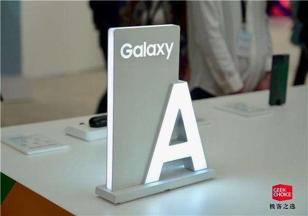 三星Galaxy A60上手体验 机身尺寸控制得也非常好