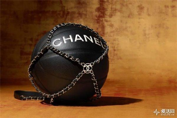Chanel推出16800港元篮球,真球迷会收藏吗?
