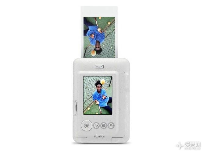 富士发布数码化拍立得Instax Mini LiPlay:随时拍照、打印和录音 计划6月14日上市