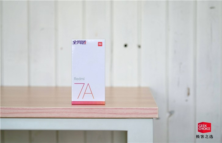 红米 Redmi 7A 图赏:549 元的 4000 毫安时大电池手机