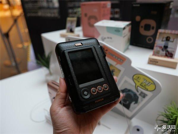 既是相机又是打印机还是录音机,还有比富士Instax Mini LiPlay玩得更溜的吗?
