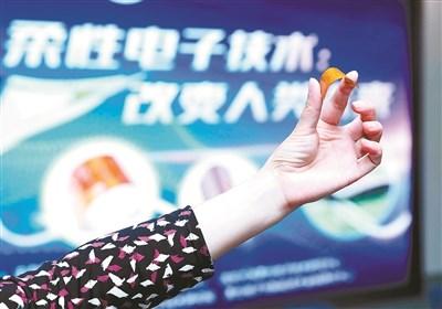 厚度小于25微米!两款可卷曲超薄柔性芯片在杭州发布