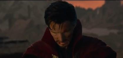 《复仇者联盟4》删减片段曝光,众成员下跪向钢铁侠致敬-第3张图片