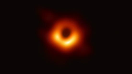 """这个黑洞不一般!每9个小时会吞噬周边物质,一次""""食量""""是4个月球质量"""