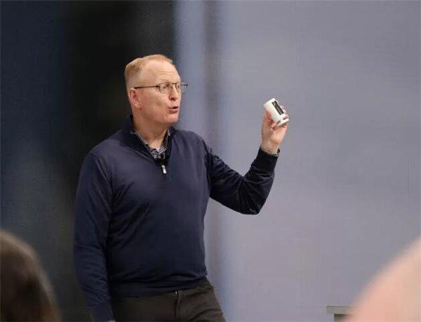 亚马逊爆发推出一大波硬件新品:智能眼镜、戒指、烤箱、无线耳机...
