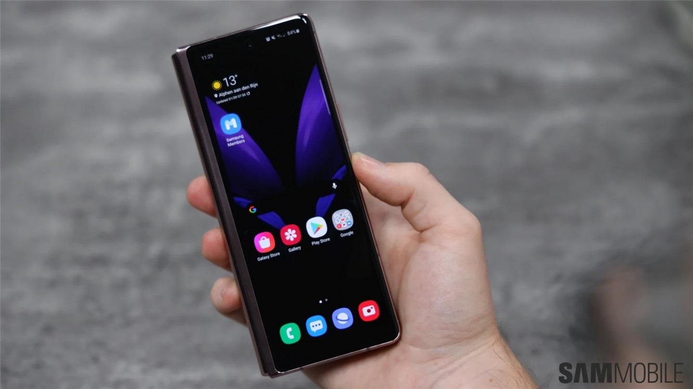外媒放出三星 Galaxy Z Fold 2 折叠屏手机上手视频:这就是未来!