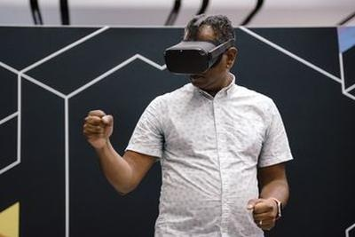 推出 AR 眼镜前,苹果或将先推出一款 VR 头戴设备