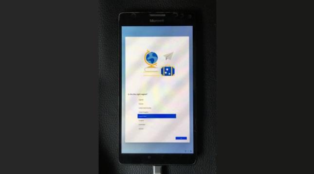 微软 Lumia 950 XL 手机屏幕运行 Win10X 视频:骁龙 810 性能吃力,…