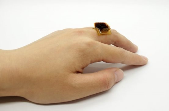 中美科学家开发新型可穿戴设备:无需电池,使用人体热量供电