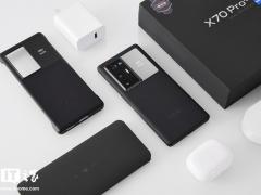 【IT之家开箱】vivo X70 Pro+ 图赏:萤石 AG 后盖,极致蔡司影像
