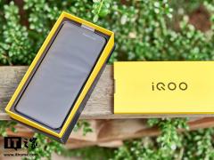 【IT之家开箱】iQOO Z5 图赏:高亮 LCD 屏,满血性能释放